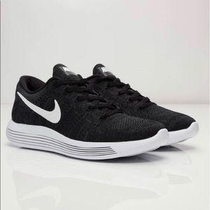 Nike Epic Lunar Flyknit 2 Black Sz 7/7.5 Exc.